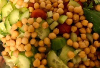 Easy and quick detox salad recipe with chickpeas