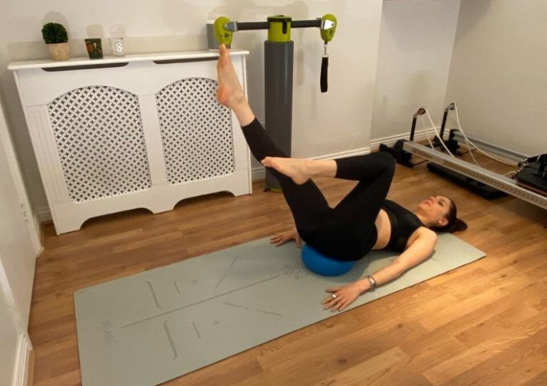 5 effective pilates moves for a flat tummy 2