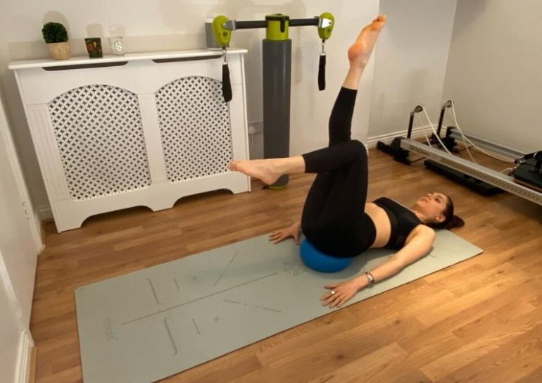 5 effective pilates moves for a flat tummy 3