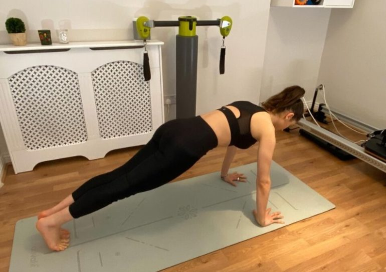 5 effective pilates moves for a flat tummy 5