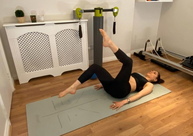 1. 5 effective pilates moves for a flat tummy